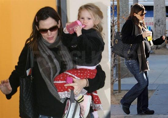 Photos of Jennifer Garner and Violet Affleck in LA 2008-12-11 02:00:18