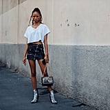 On weekends, a cropped t-shirt feels fresh with a miniskirt and boots.