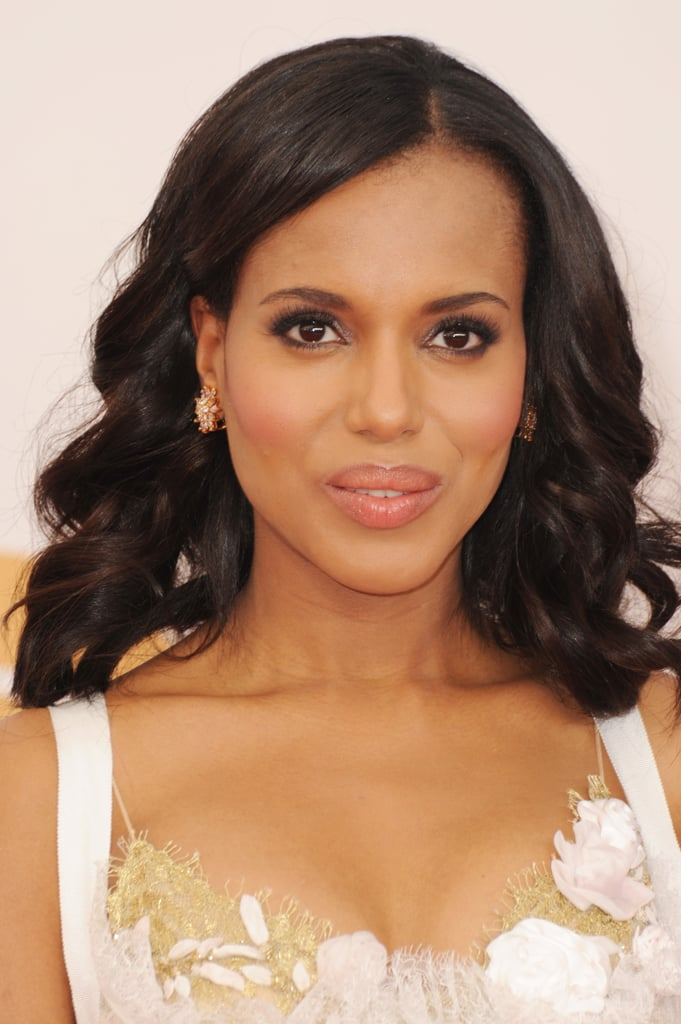 We've got our eyes trained on Kerry Washington's amazing cheekbones thanks to her perfectly position flush. The rosy colour was echoed in her lip gloss with a spot of pink shimmer on her lids, too.