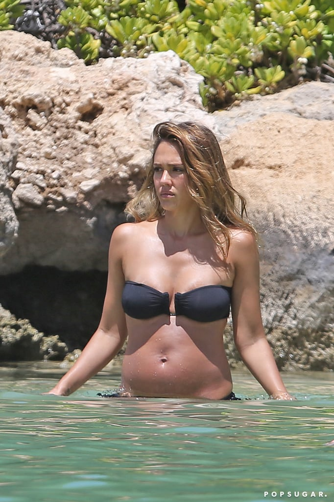 M & N Auto >> Jessica Alba Pregnant at the Beach in Hawaii July 2017 | POPSUGAR Celebrity Photo 5