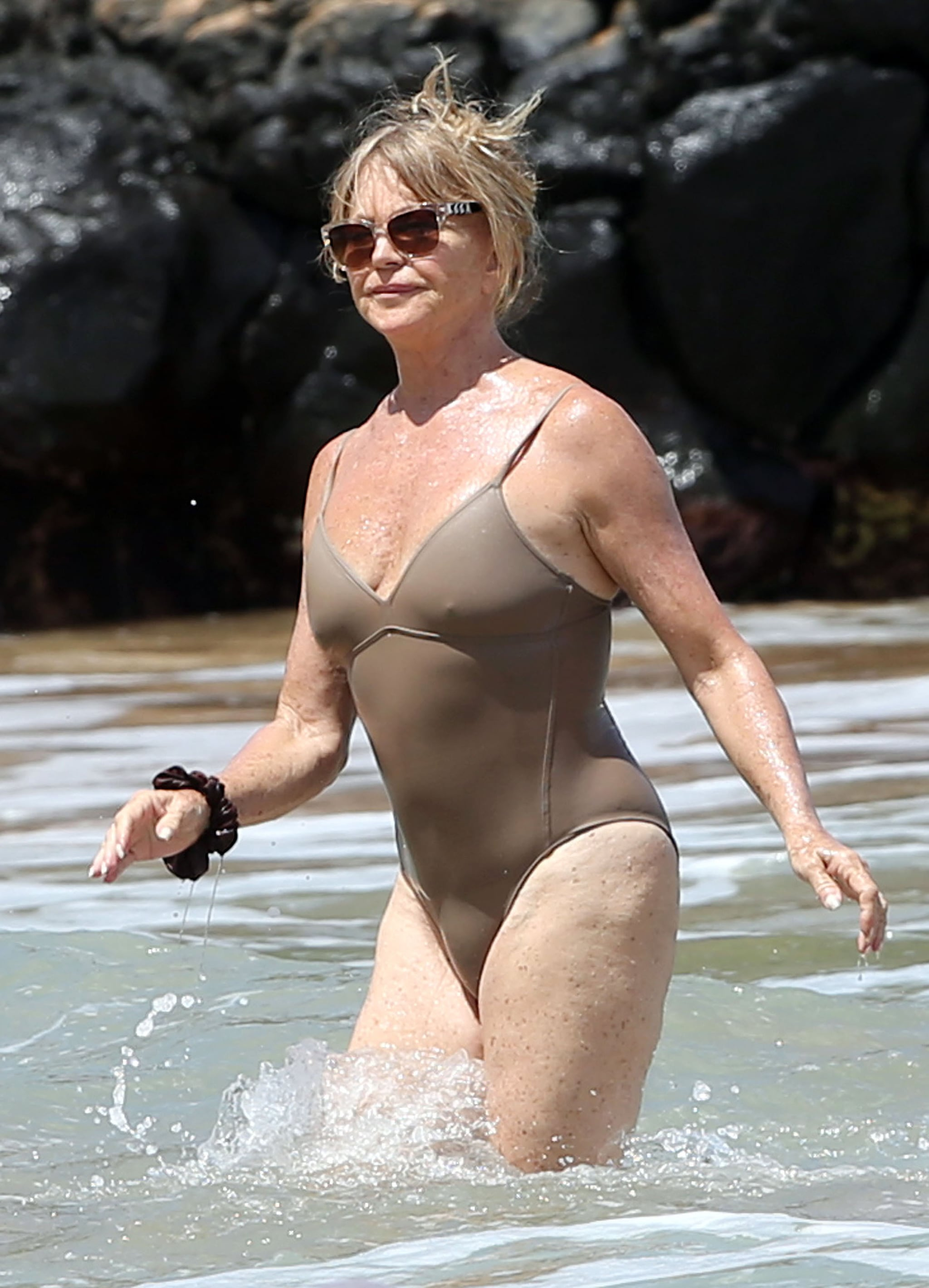 Celebrity Amp Entertainment Goldie Hawn Rocks The Hell Out