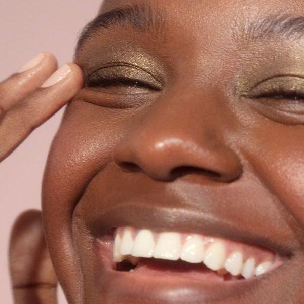 Makeup Artist Review of Glossier Lidstar