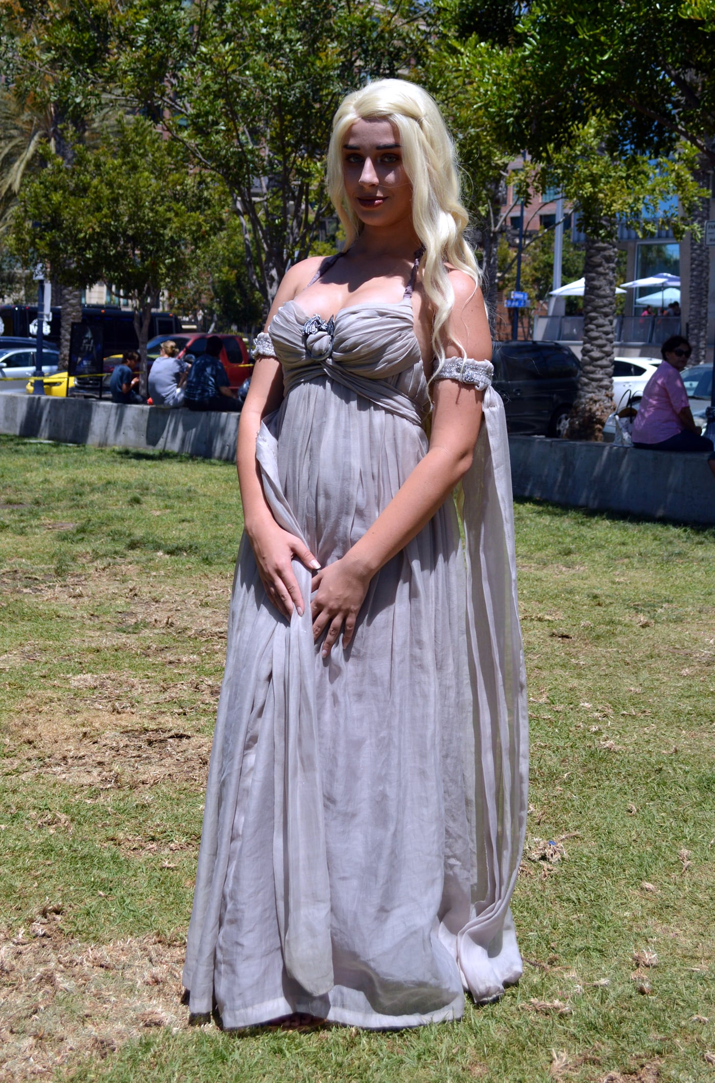 Daenerys targaryen we can 39 t get enough of the creative for Game of thrones daenerys costume diy