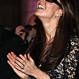 Kate managed to pull off 3D glasses.