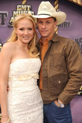 Jewel Marries Longtime Boyfriend Ty Murray