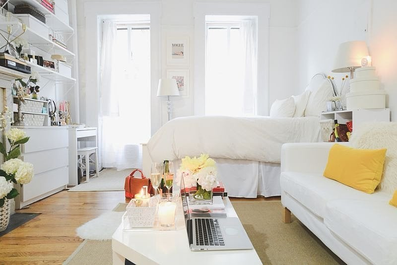 With a glamorous white-washed look and high-fashion touches, this NYC studio makes up in style what it lacks in size.  Source: Homepolish via The Everygirl