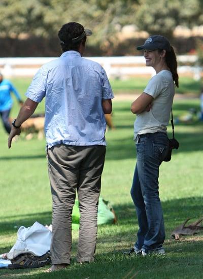 Jennifer Garner and Violet play at the park