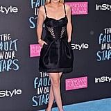 """راحت جيجي تميل نحو الأثواب ذات قصّة """"فنجان الشاي"""". حيث ظهرت لأوّل مرة بهذا الفستان المستوحى من تصميم مشدّات الصدر الضيّقة خلال العرض الأوّل لفيلم Fault in Our Stars عام 2014."""
