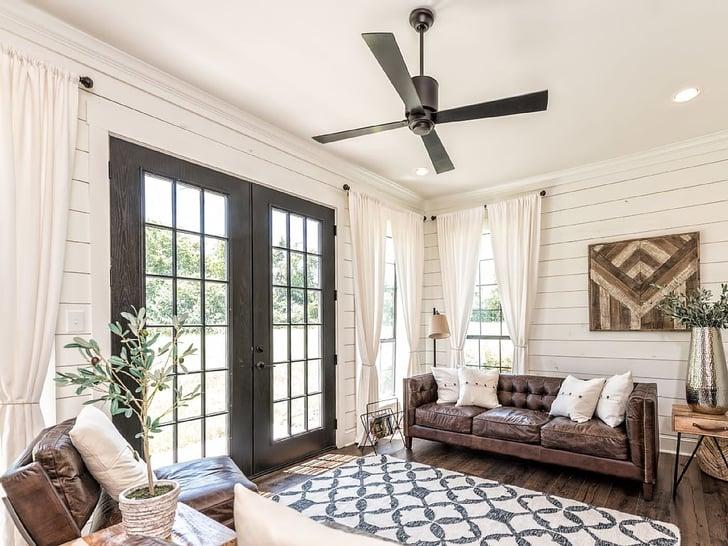 fixer upper barndominium vacation rental popsugar home photo 13. Black Bedroom Furniture Sets. Home Design Ideas