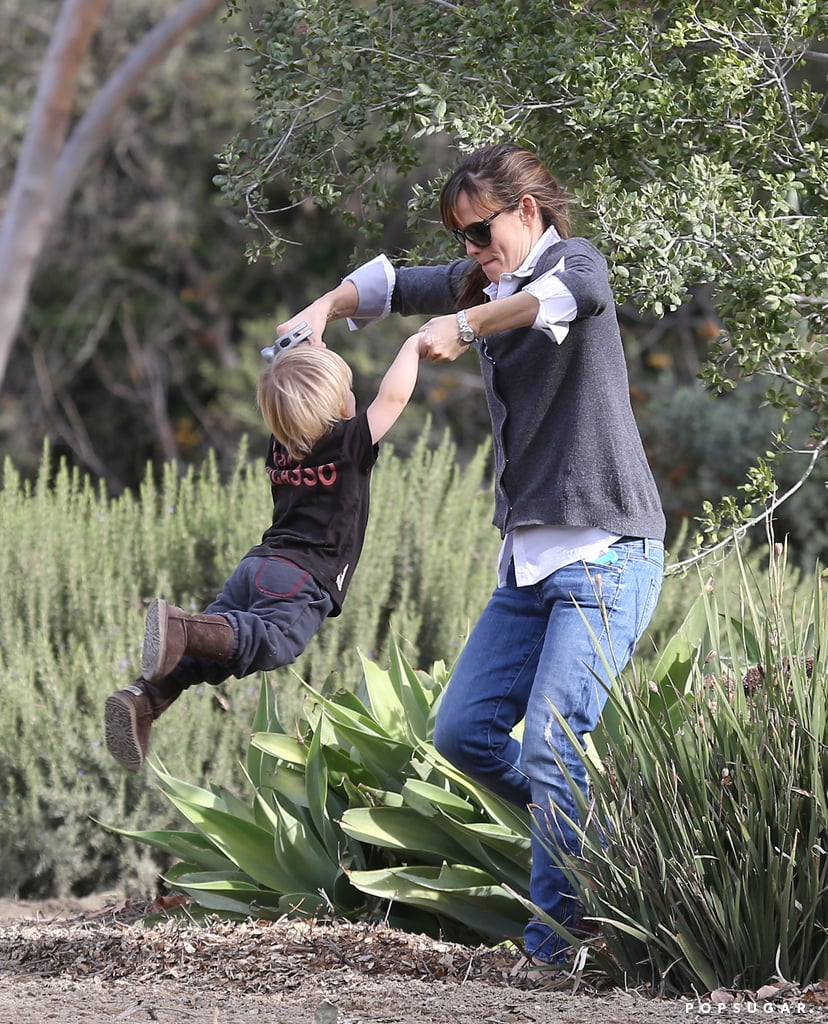 Jennifer Garner gave her son, Samuel, a big swing when they had a post-Thanksgiving weekend visit to an LA horse ranch.