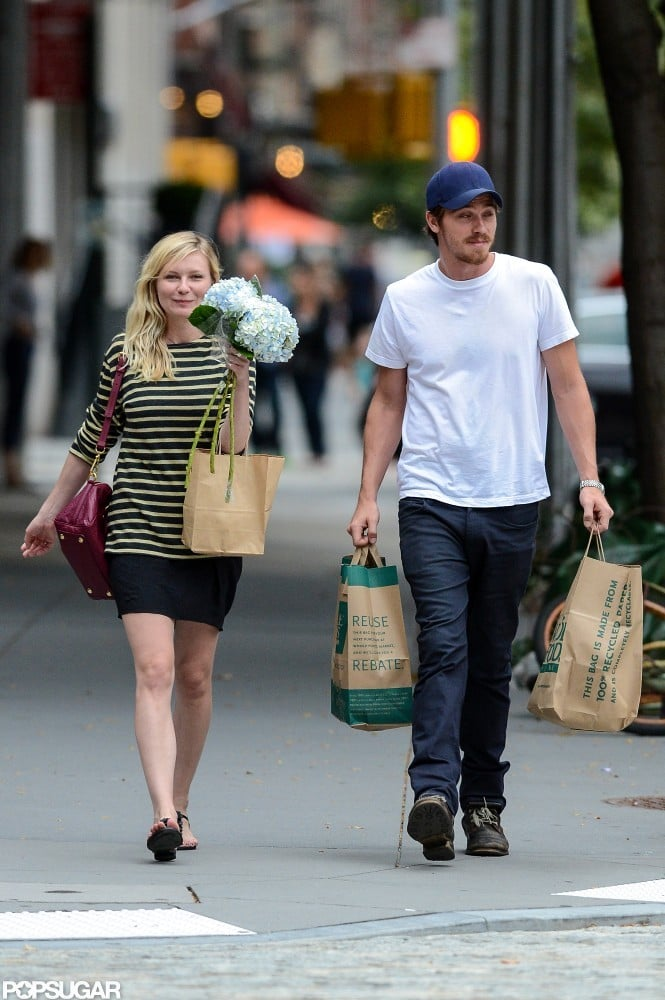 Kirsten Dunst picked up flowers with Garrett Hedlund in NYC.