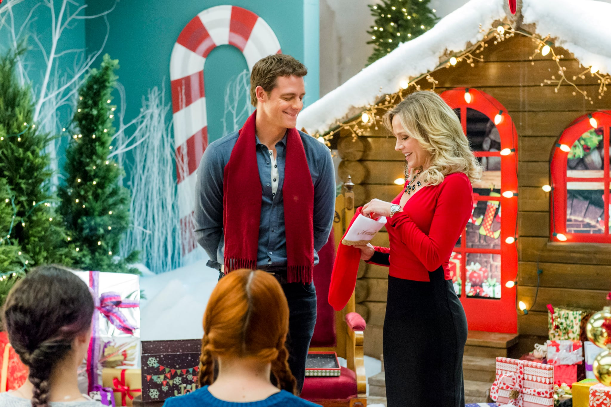 Hallmark Christmas In July 2019.40 New Christmas Movies Coming To Hallmark Channel In 2019