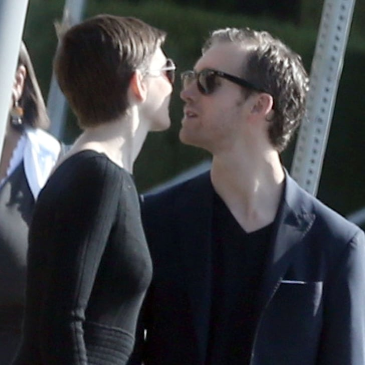 Anne Hathaway Engaged Celebrity Save The Dateanne: Anne Hathaway And Adam Shulman Kissing