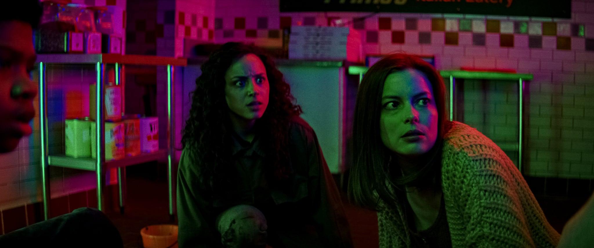 FEAR STREET PART 3: 1666 (L to R) KIANA MADEIRA as DEENA and GILLIAN JACOBS AS C.BERMAN. NETFLIX © 2021