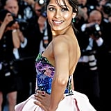 How gorgeous were the multicolored embellishments on Freida Pinto's Michael Angel bodice? Not to mention, her emerald drop earrings and pink diamond ring gave the outfit a colorful, bejeweled boost.
