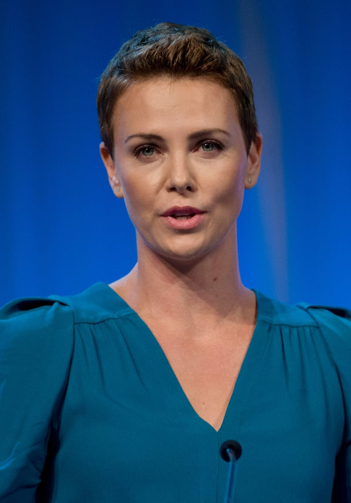 Charlize theron wore a turquoise dress with her short hair charlize theron wore a turquoise dress with her short hair urmus Image collections