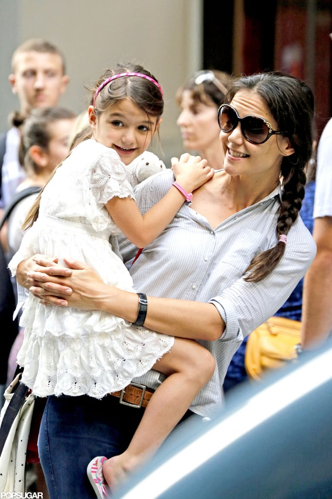 Katie Holmes carried her daughter, Suri Cruise.