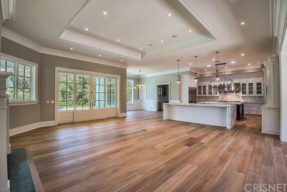 Kylie Jenner Buys Second Calabasas Mansion Popsugar Home