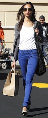 Zoe Saldana in Blue Skinny Jeans and Black Shoulder Bag