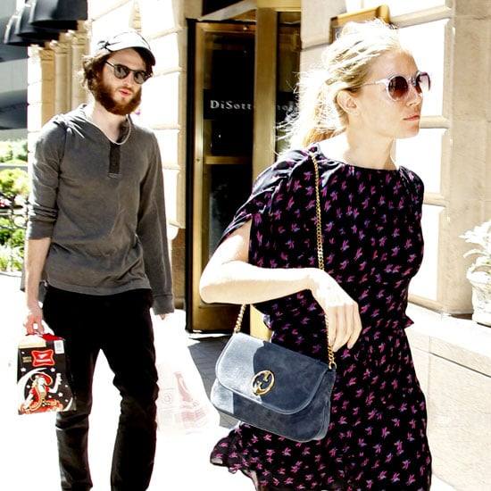 Sienna Miller and Tom Sturridge Grabbing Beer Pictures