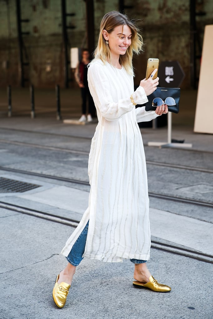 بلونٍ معدنيّ لمّاع لإضافة القليل من الإثارة على الثوب الأبيض أو بنطال الجينز.