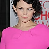 Ginnifer Goodwin topped off her look with dangling earrings.