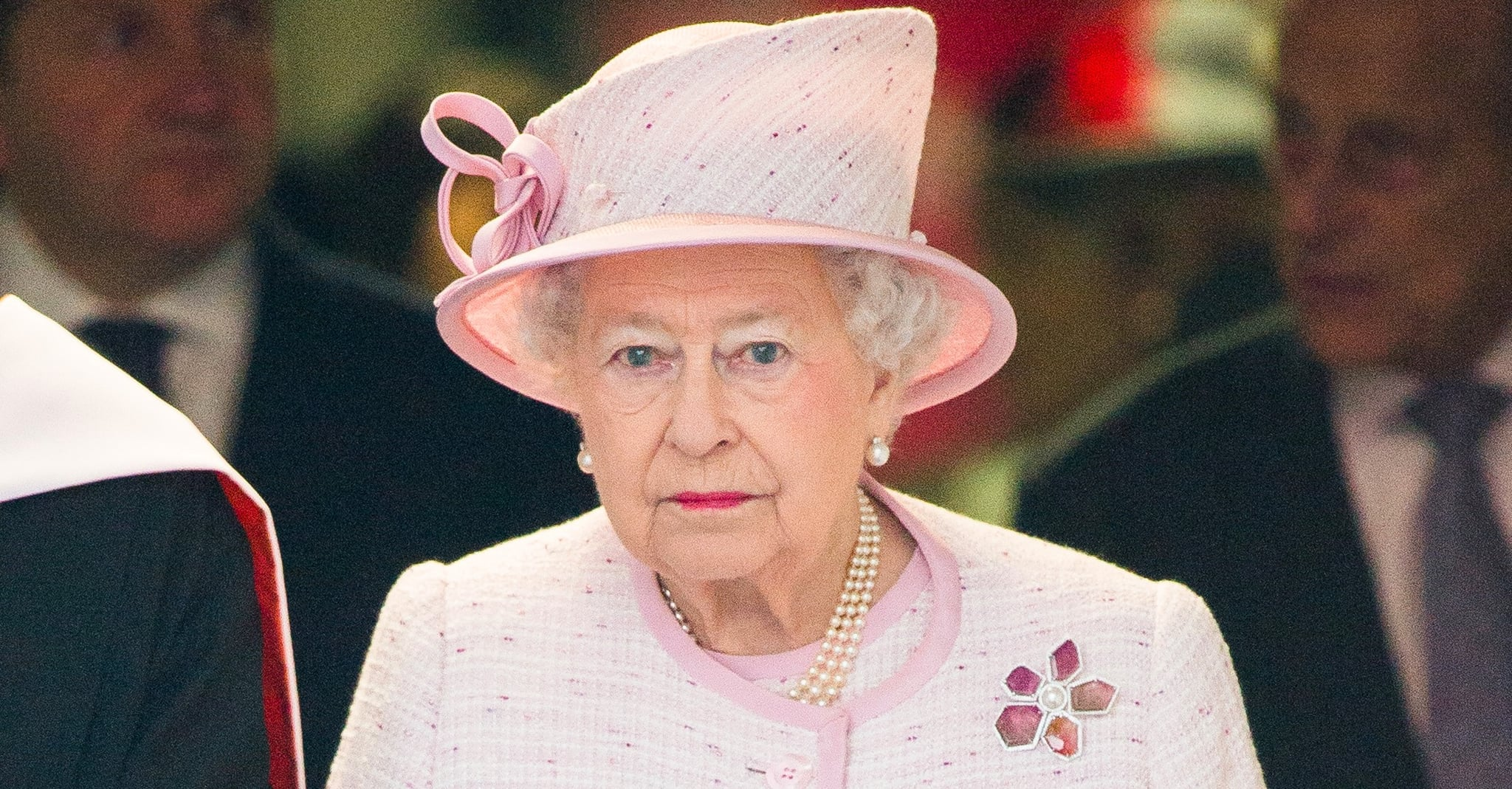 thesis statement about queen elizabeth i A thesis statement is one or two sentences found at the end of your introduction  that briefly express  and theatrical references to elizabeth's position as queen.