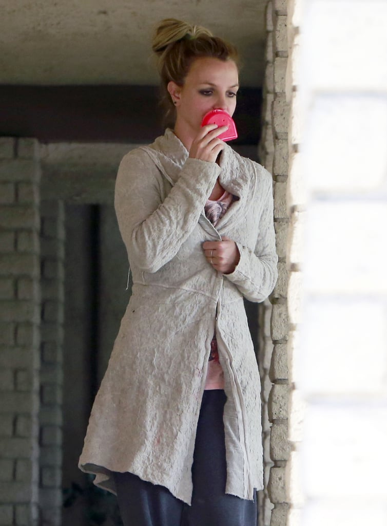 Britney Spears held a pink retainer case while leaving the dentist.