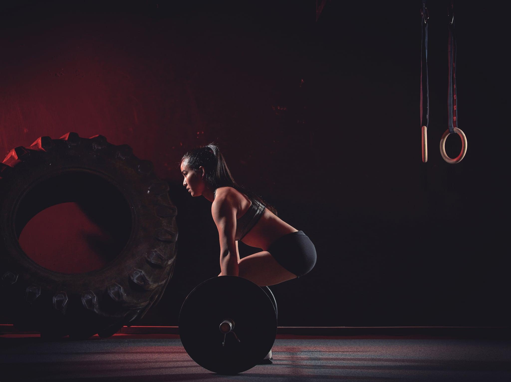 Athletin beim Kreuzheben.