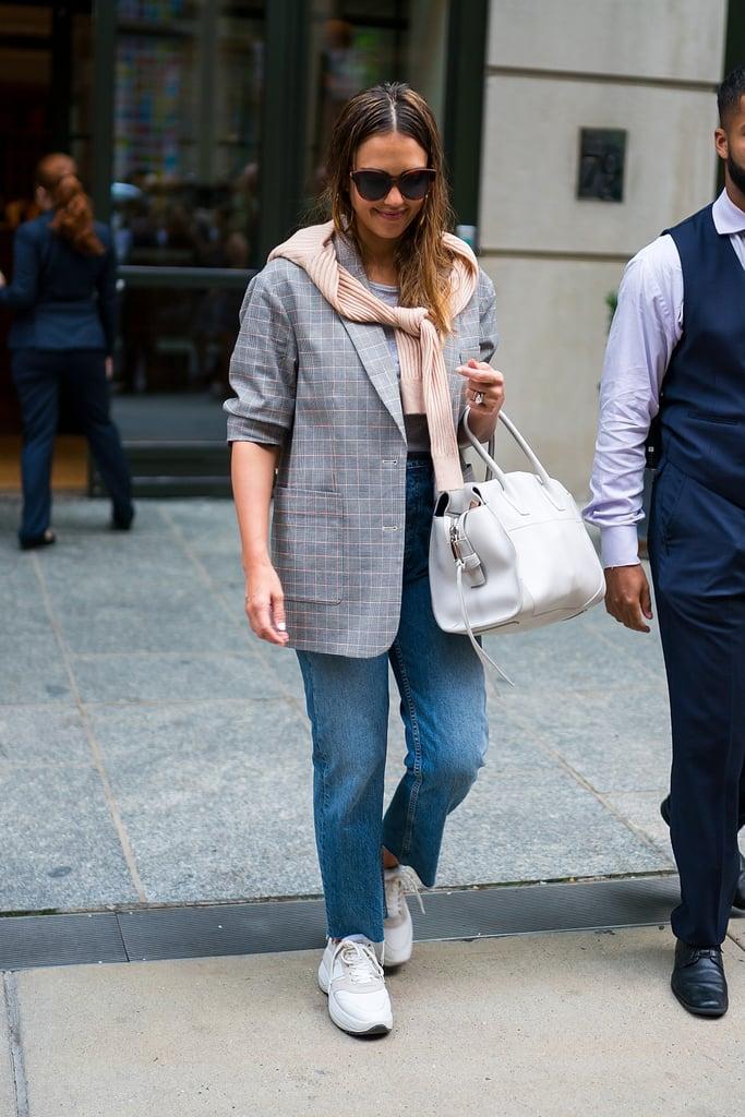 How to Wear Jeans: Jessica Alba