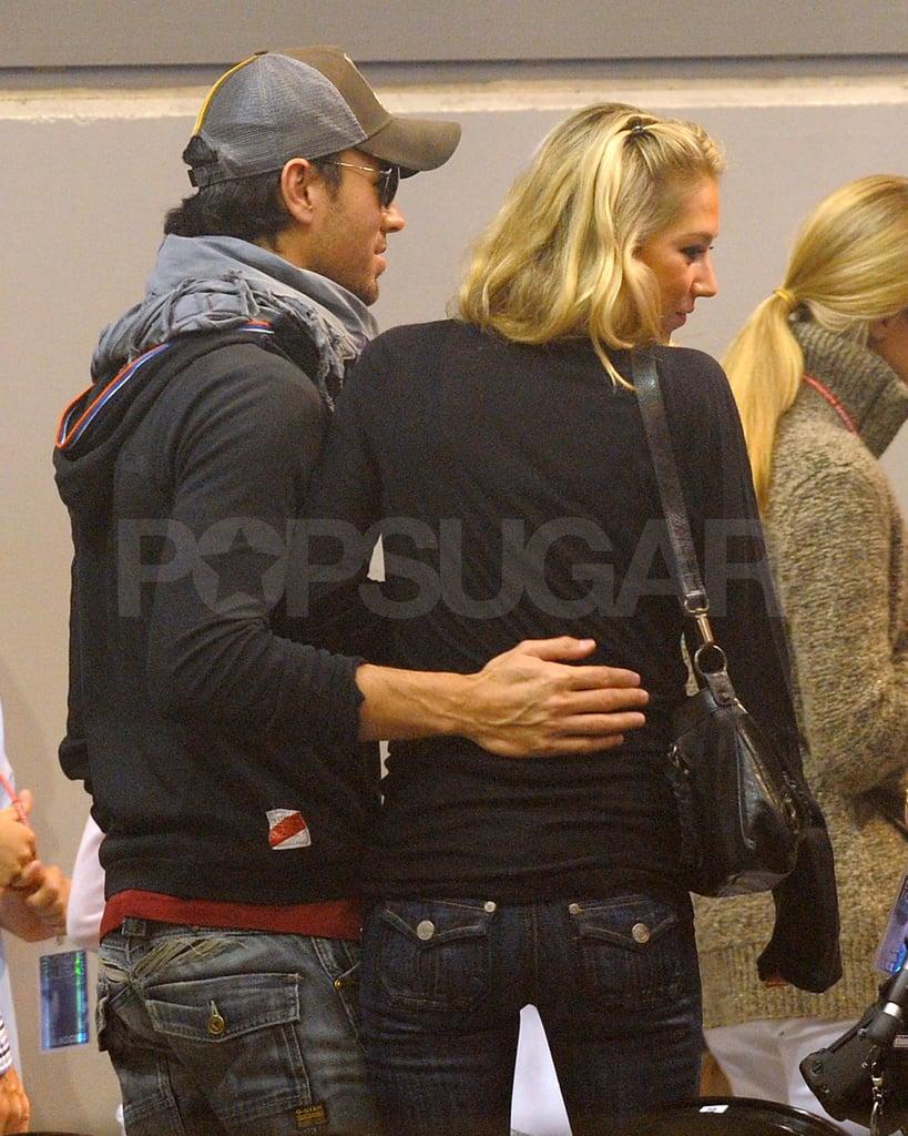 Anna Kournikova and Enrique Iglesias Show PDA Backstage