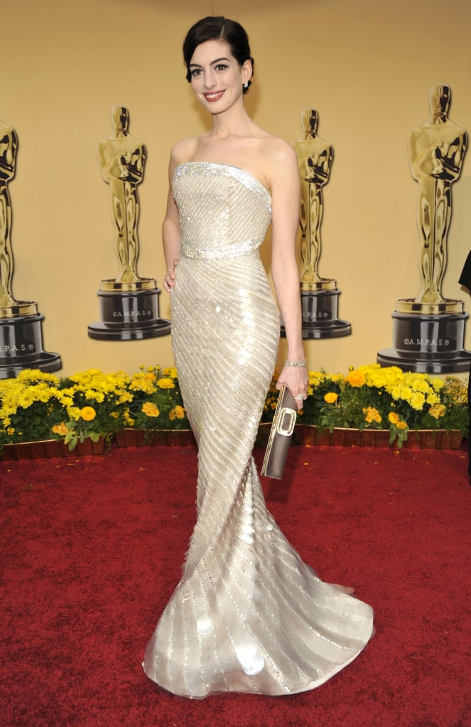Glowing in a sparkly Armani Prive gown at the 2009 Oscars, Anne really begins to distinguish herself as a red carpet star.
