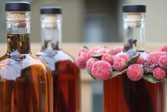 Homemade Holiday Gifts: Vanilla Extract and Other Ideas