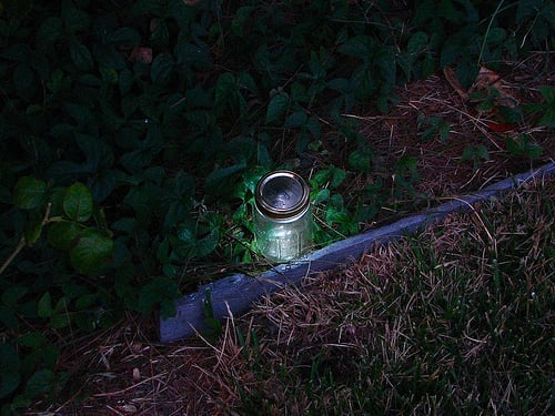 DIY: Mason Jar Garden Lights