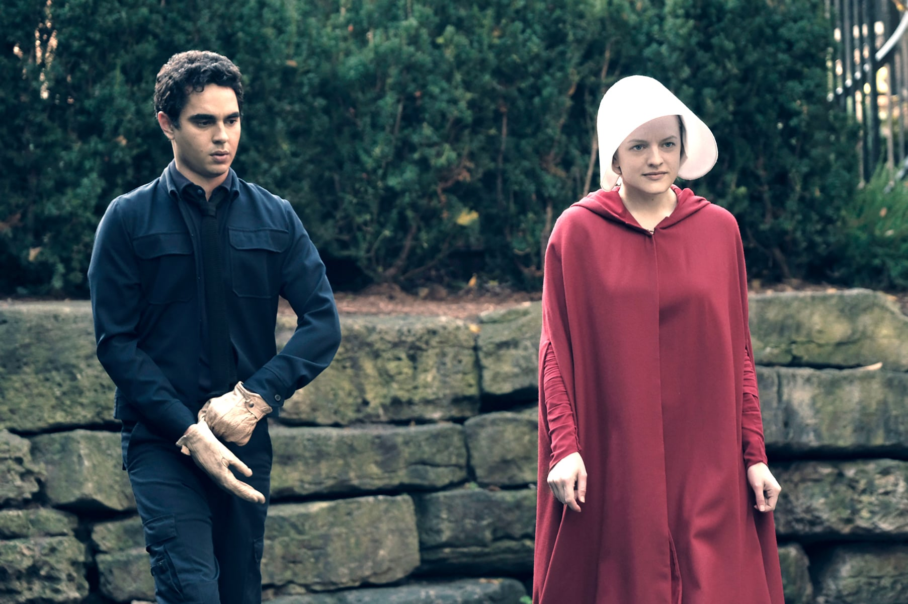THE HANDMAID'S TALE, (from left): Max Minghella, Elisabeth Moss, 'Birth Day', (Season 1, ep. 102, aired April 26, 2017). photo: George Kraychyk / Hulu / Courtesy: Everett Collection