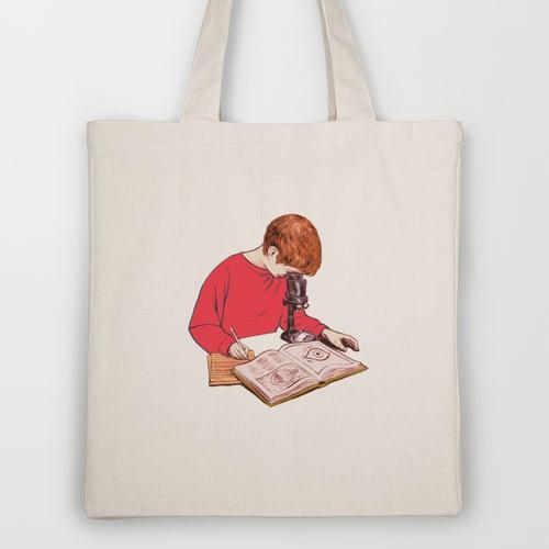 حقيبة خاصّة لعشّاق العلم!