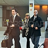 Reese Witherspoon walked through the Paris airport.