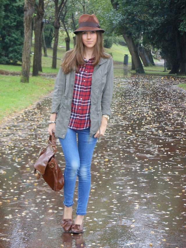 Take note: it doesn't take much to give your basic blue jeans an rustic twist. Source: Lookbook.nu