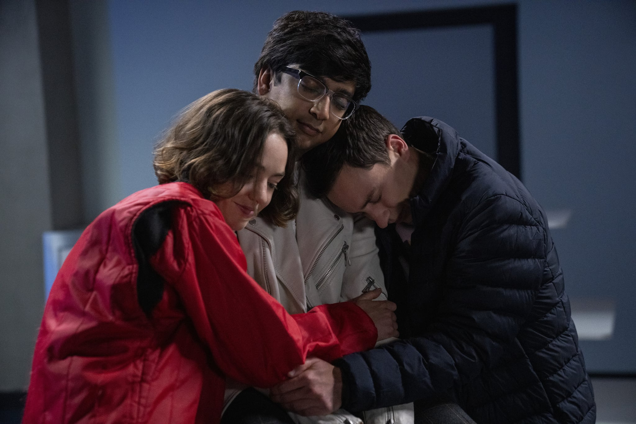 ATYPICAL (L to R) BRIGETTE LUNDY-PAINE as CASEY GARDNER, NIK DODANI as ZAHID, and KEIR GILCHRIST as SAM GARDNER in episode 409 of ATYPICAL Cr. GREG GAYNE/NETFLIX © 2021