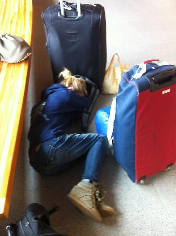 Model Brooklyn Decker curled up in the airport during a flight delay. Source: Twitter user BrooklynDecker
