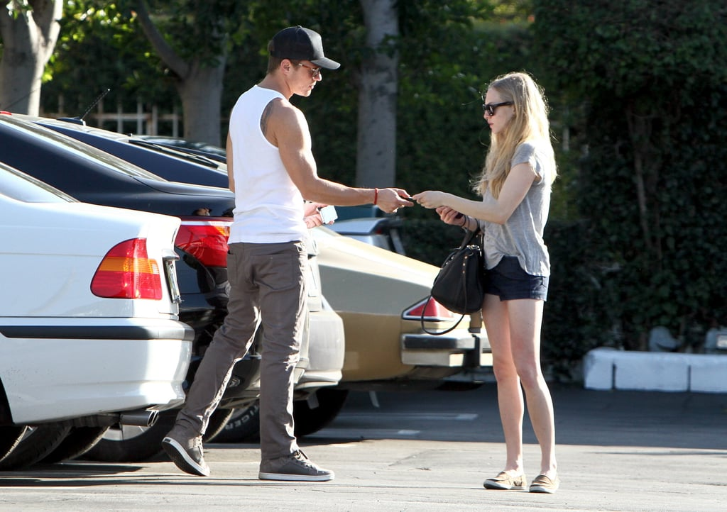 Pictures Of Ryan Phillippe And Amanda Seyfried Shopping In