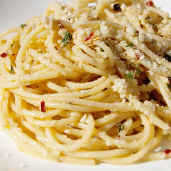 Spaghetti Pasta With Garlic White Wine Sauce Recipe