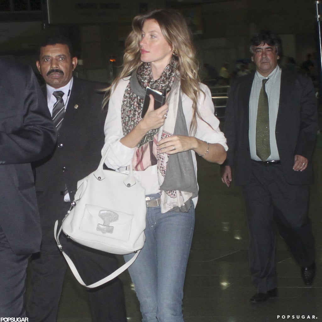Gisele Bundchen carried a bag and wore a scarf.