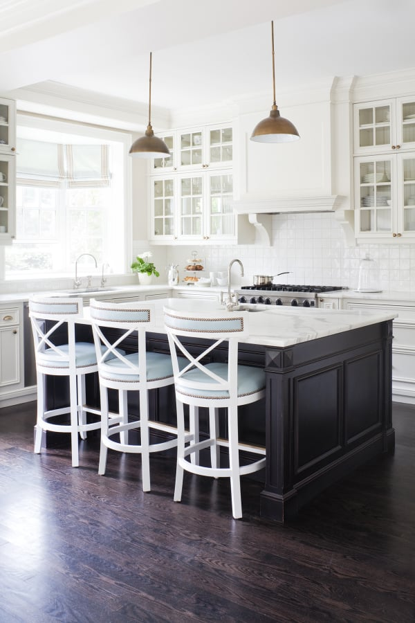 Chic Black Kitchens
