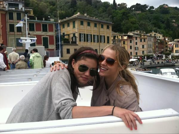 Teresa Palmer enjoyed Italy with Phoebe Tonkin.  Source: Twitter user tez_palmer