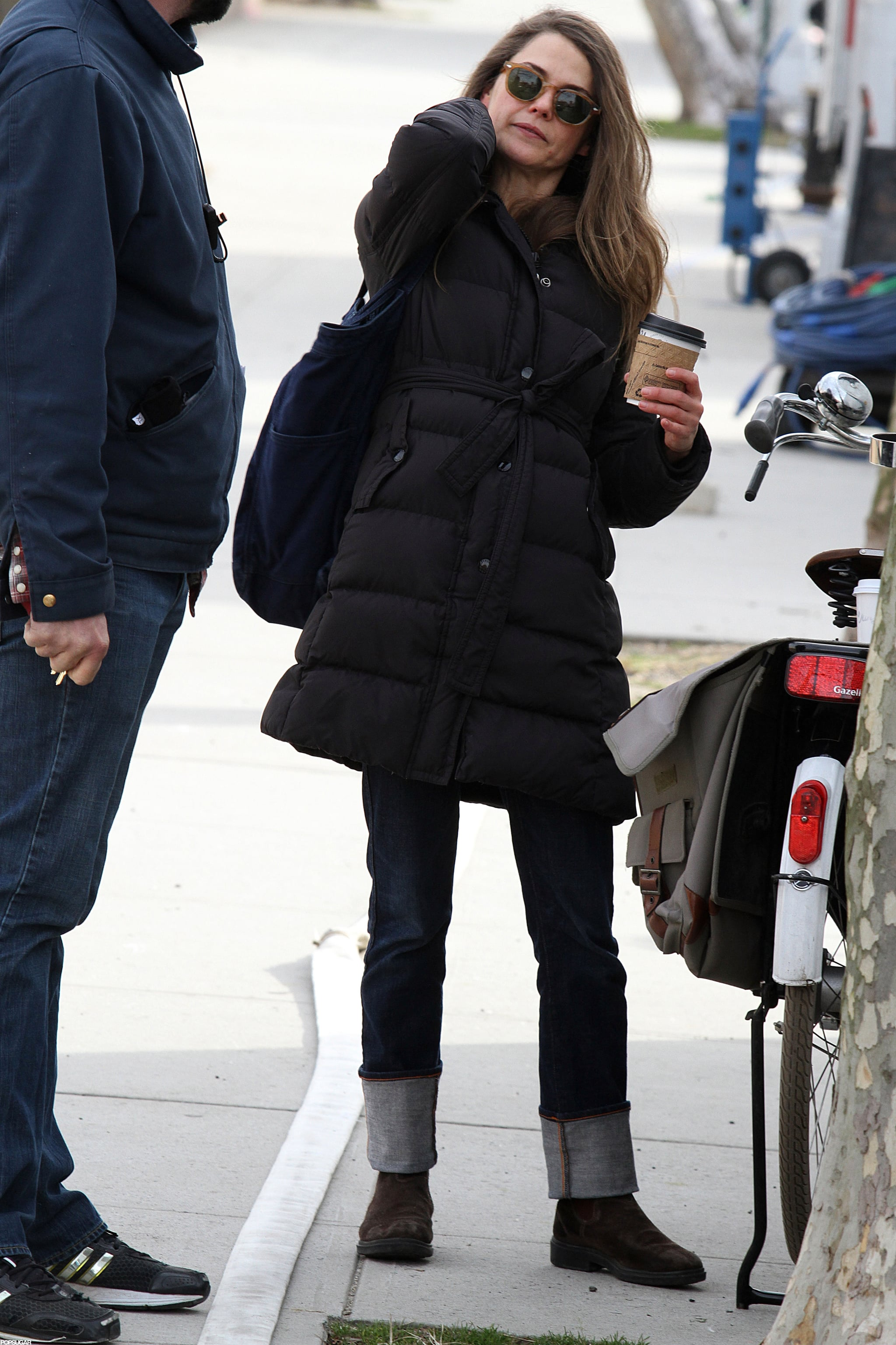 Keri Russell balanced a bag and coffee.