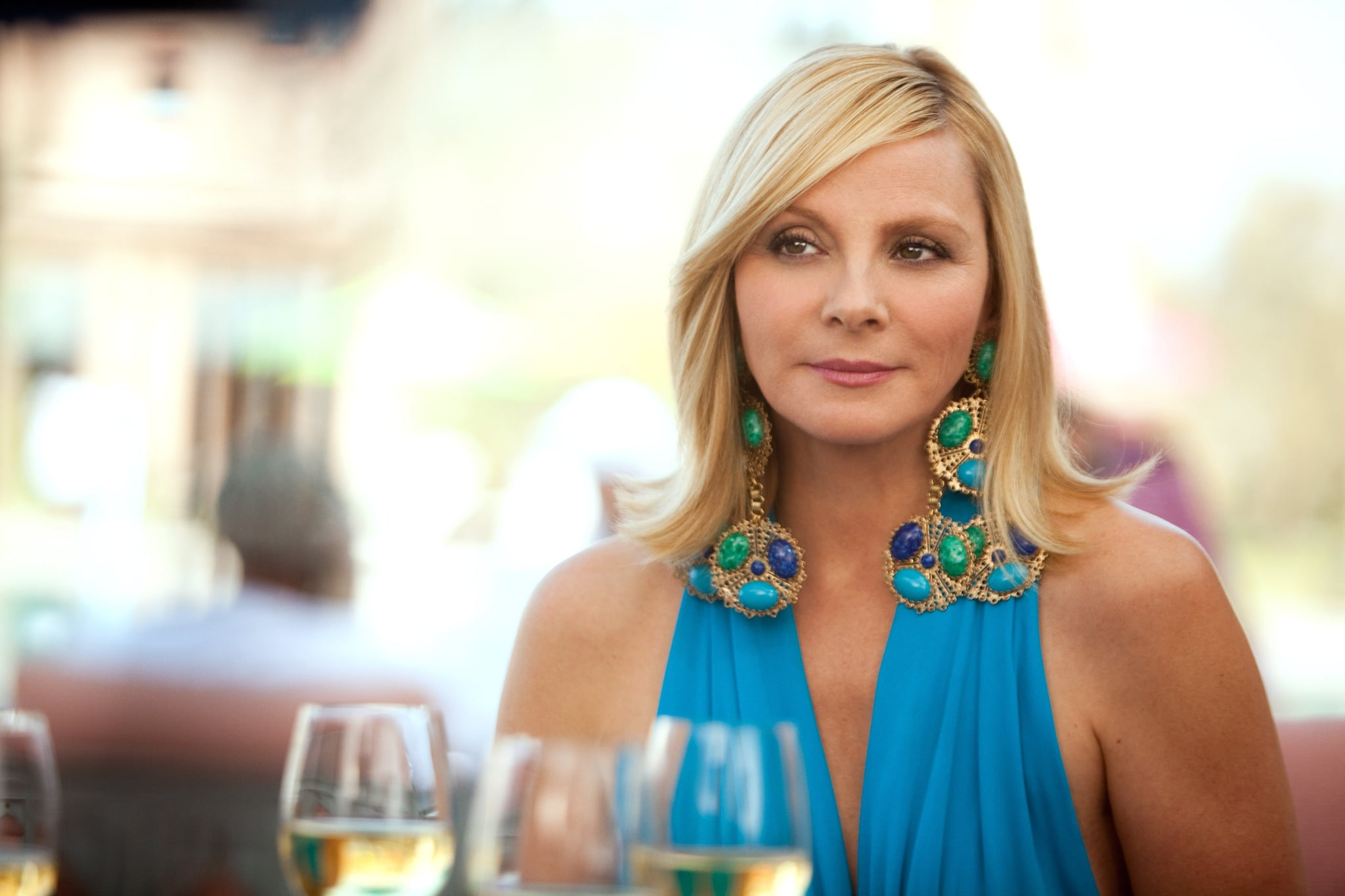 She accented a cobalt blue dress with seriously dramatic multistoned costume earrings.