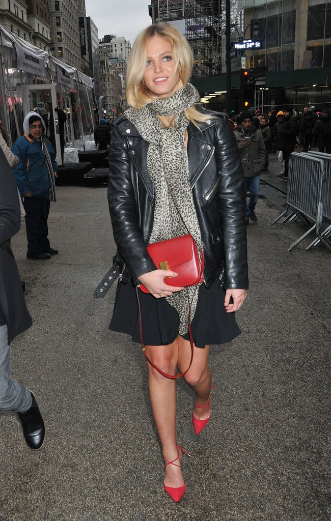 Erin Heatherton mixed prints and colors when she matched her red crossbody bag to her shoes.