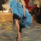 Doutzen Kroes wore a feathered stole in 2013.