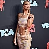 Gigi Hadid and Bella Hadid's Outfits at the 2019 MTV VMAs